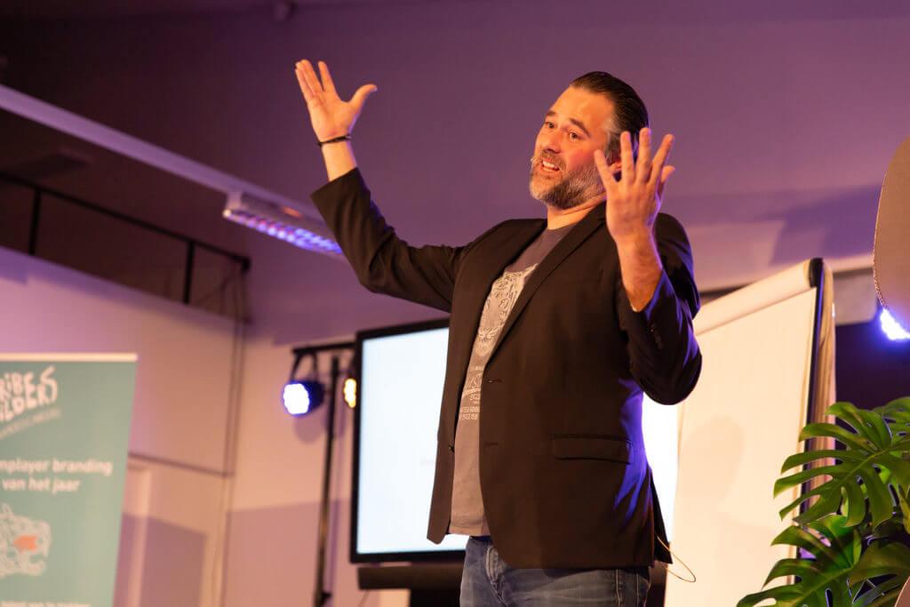 Johan spreekt op het gratis seminar van Thribe Builders